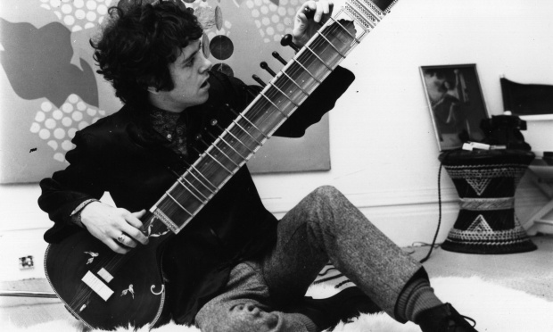 1966:  British folk pop singer Donovan, born Donovan Leitch, tuning a sitar.  (Photo by John Pratt/Keystone Features/Getty Images)
